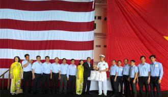 Dawaco tham quan Hạm đội 7 tàu sân bay USS Carl Vinson (CVN70).